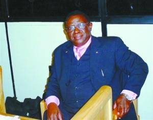 2005年时的巴格索拉。他被指控为卢旺达大屠杀策划者。