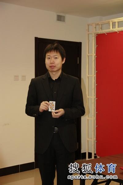 图文:围甲抽签仪式举行 刘星代表卫冕冠军抽签