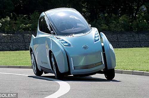 图中展示的是在拐弯的路面环境下,日产Land Glide的车体可以自动倾斜