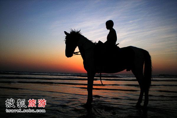 广袤草原一起策马追风