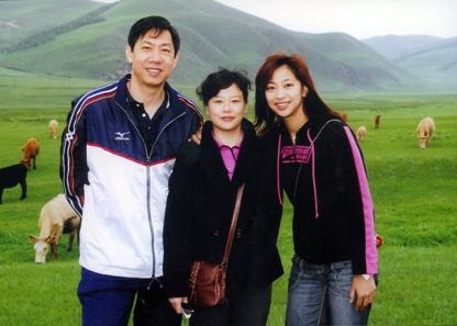 组图:王宝泉一家三口幸福合影 排坛父女显深情图片
