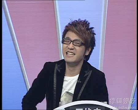 笑容满面的王铮亮