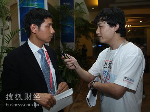 搜狐财经专访著名经济学家胡祖六(摄影:唐怡民)