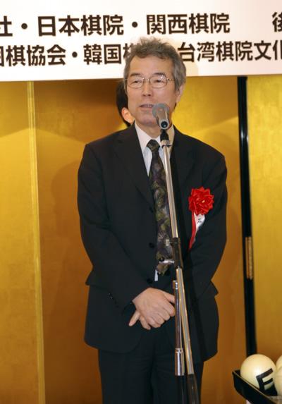 老将石田芳夫在赛前的欢迎酒会上发言
