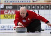 图文:男子冰壶世锦赛决赛 加拿大队长凯文-科