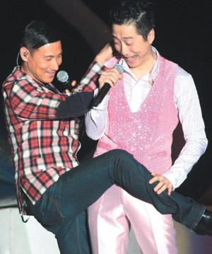 哈林和张学友在台上有搞笑演出