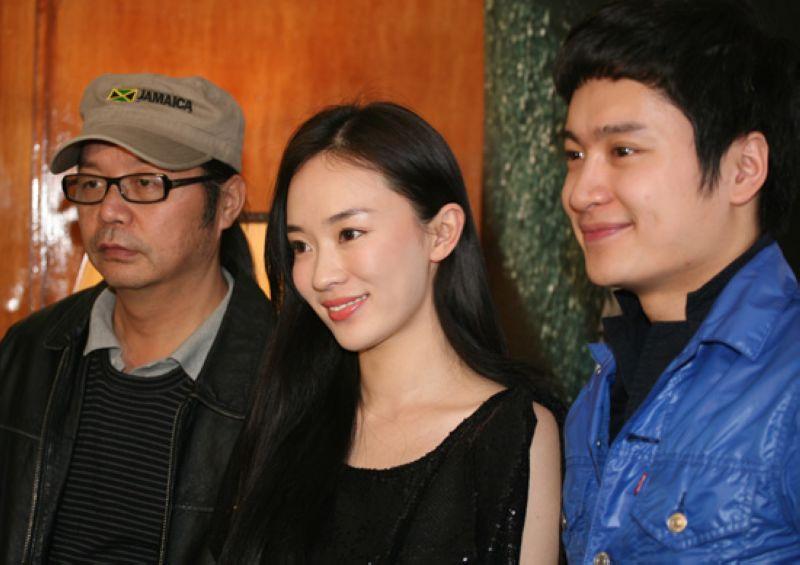左起:《迷城》导演章家瑞、霍思燕和郭晓然