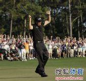 图文:2010美国名人赛决赛 米克尔木振臂欢呼