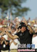 图文:2010美国名人赛决赛 米克尔森高呼