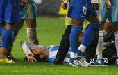 图片:[中超]长沙0-0天津 李本舰受伤瞬间