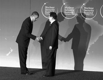 胡锦涛(右)与奥巴马(左)握手