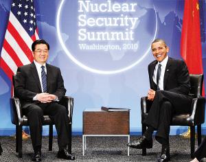 12日,出席核安全峰会的国家主席胡锦涛在华盛顿会见美国总统奥巴马。