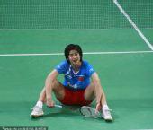 图文:国羽集训备战汤尤杯 王琳坐在地上
