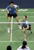 图文:羽球亚锦赛正赛首日战况 韩女将网前回球