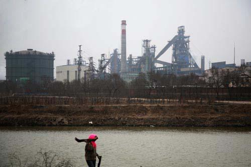 位于天津市葛沽镇的荣钢基地,当地居民质疑其带来了污染。