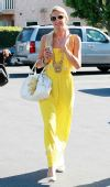 春之色彩―明艳黄色:帕里斯-希尔顿