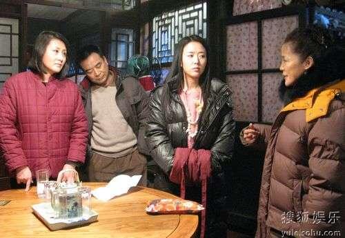 颜丹晨与盖克、张凯丽、岳跃利三位老师交流经验