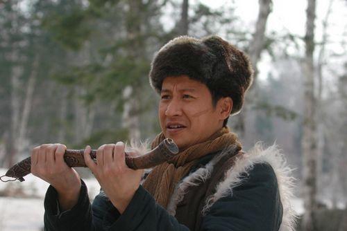 张国强轻松演绎东北硬汉