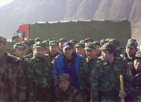 4月17日路遇四川抗震救灾队员