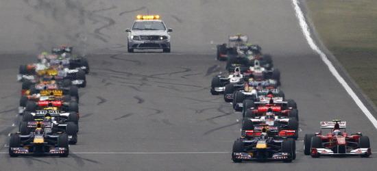 阿隆索的赛车(右)提前启动遭罚