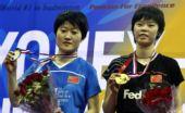 图文:羽毛球亚锦赛决赛赛况 李雪芮展示金牌