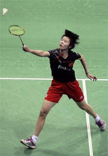 图文:羽毛球亚锦赛决赛赛况 李雪芮跨步回球