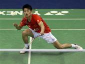 图文:羽毛球亚锦赛决赛赛况 林丹半蹲回球