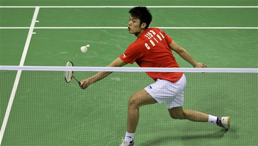 图文:羽毛球亚锦赛决赛赛况 林丹网前回球