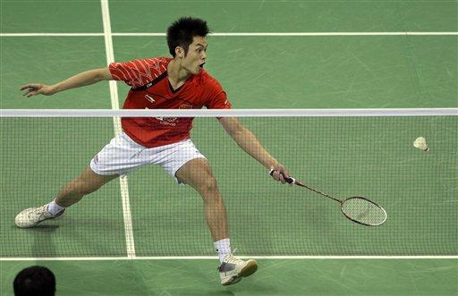 图文:羽毛球亚锦赛决赛赛况 林丹网前救球