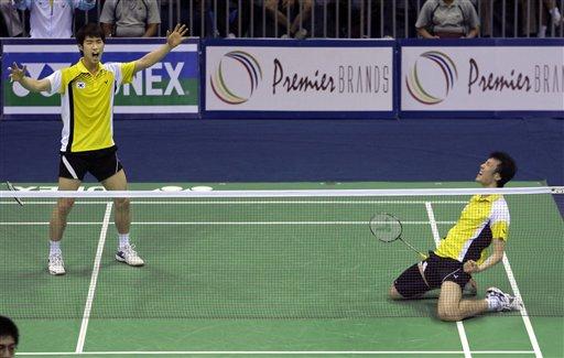 图文:羽毛球亚锦赛决赛赛况 跪倒在地庆祝