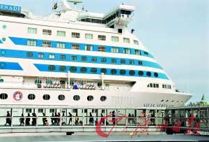 虽然欧洲所有带轮子的东西都运转起来了,但滞留的旅客还是很多。