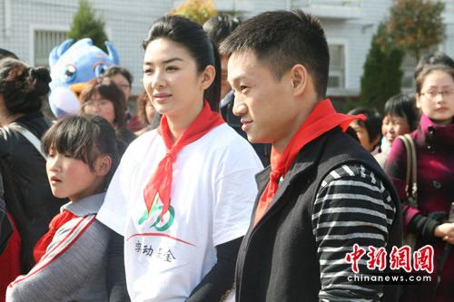 黄奕、杨威在活动现场