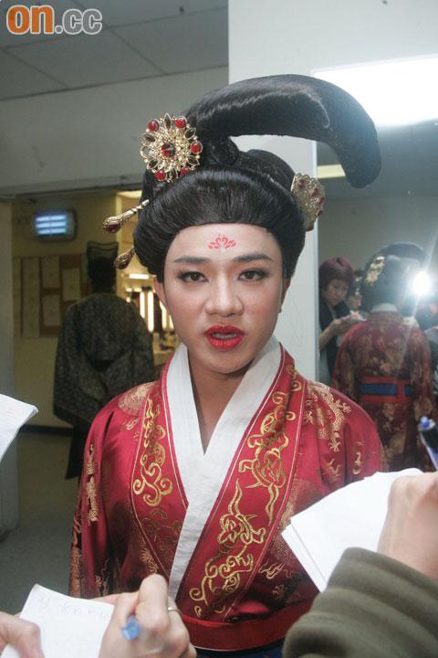 王祖蓝恶搞《宫心计》中的谢雪心。
