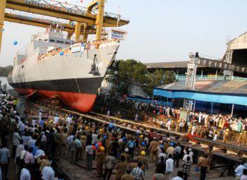 """印度海军第一艘P-28型反潜作战轻巡洋舰""""卡莫尔塔""""(Kamorta)号于4月19日在GRSE船厂下水。"""
