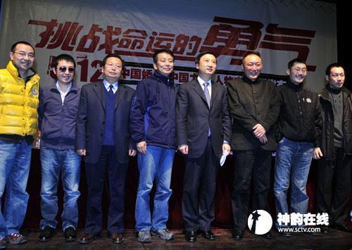 四川广播电视台党委书记、台长陈华与到会嘉宾合影
