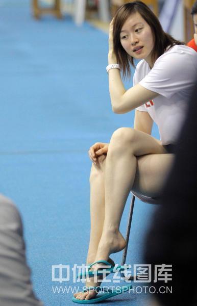 图文:中国花游队公开训练 教练王娜长发飘飘