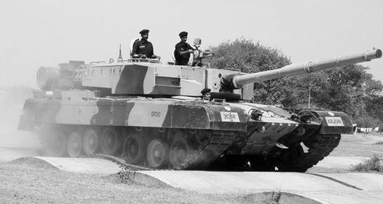 """印度国产的""""阿琼""""主战坦克。"""