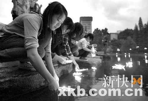 广州市民自发以不同的方式哀悼遇难者。
