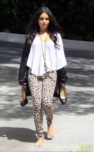 高跟鞋瞬间瘦身效果:凡妮莎瘦身高跟鞋的效果站桩脱掉图片