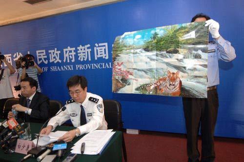 2008年6月,白少康在新闻发布会上通报华南虎照案件侦破情况。