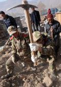 组图:解放军、武警部队在灾区开展拉网式搜救