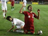 图文:[中超]河南1-1北京 内托痛苦倒地