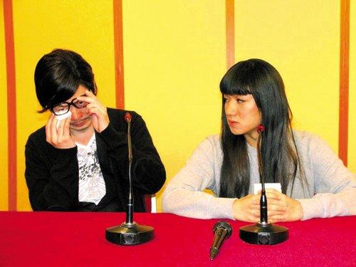 李思捷(左)与王祖蓝(右)搞笑重现