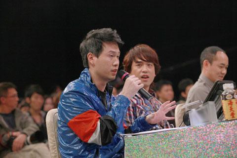 Swing的陈哲庐(左起)与郭伟亮指亚视的《亚洲星光大道2》气氛更胜另一个唱歌比赛节目。