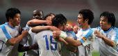 图文:[中超]大连实德3-2长沙 实德队球员庆祝