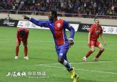 图文:[中超]上海1-2重庆 黑旋风激情庆祝进球