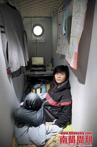 胶囊公寓的租客温娇,一个梦想进入娱乐圈的女孩。