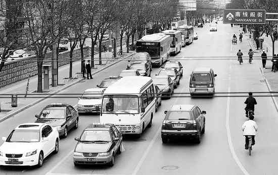 北京堵车高峰_南线阁街晚高峰时段,明显不堵车了