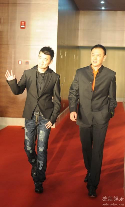 图:2010春季电视剧盛典红毯 冯嘉怡、赵锦焘