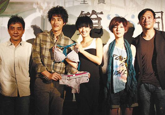 萧雅全(左起)、蓝正龙、桂纶镁、林辰唏出席《第36个故事》签票首卖会